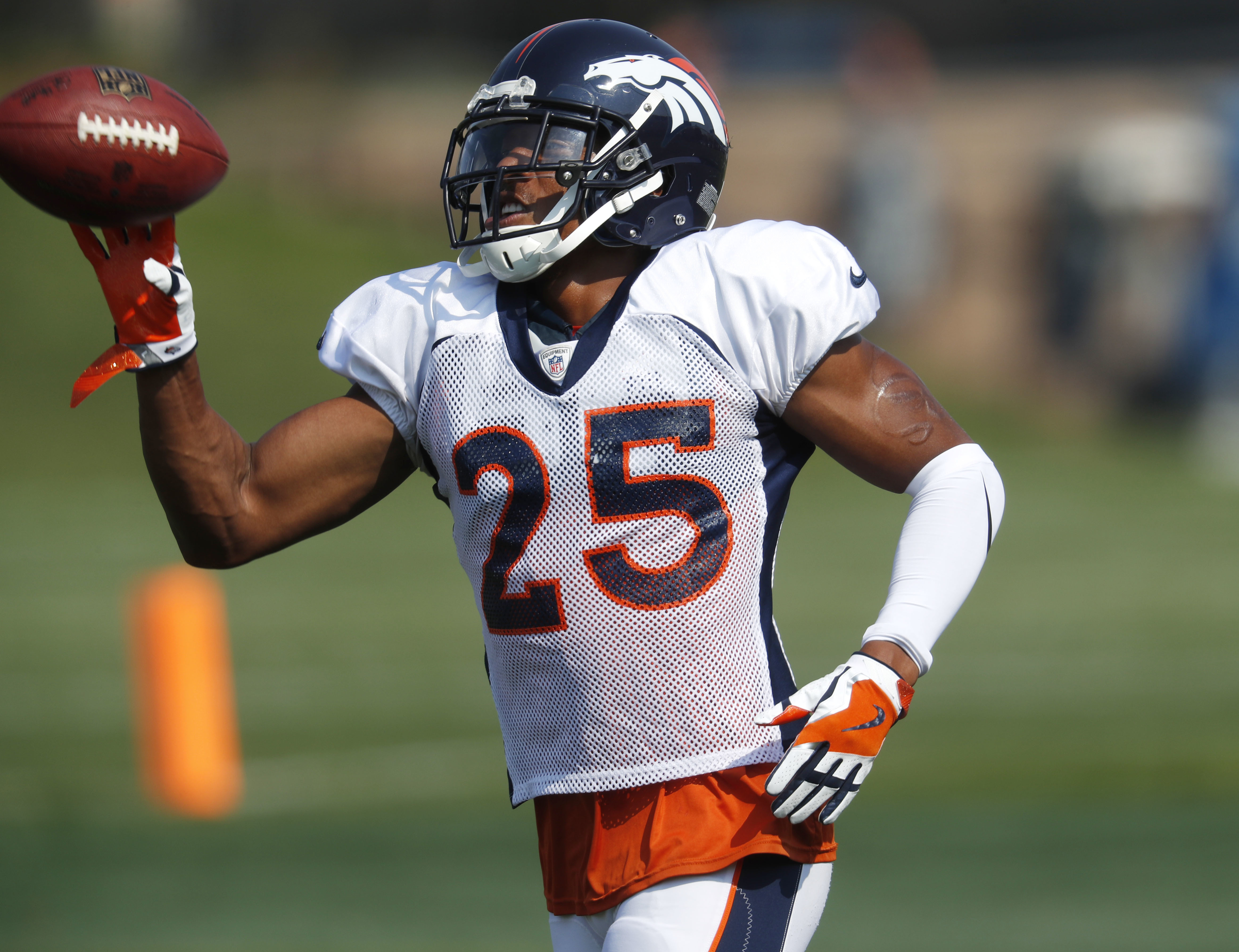 sports shoes 1cd0f 5a6d2 Broncos' Chris Harris tackles new role with Aqib Talib gone ...