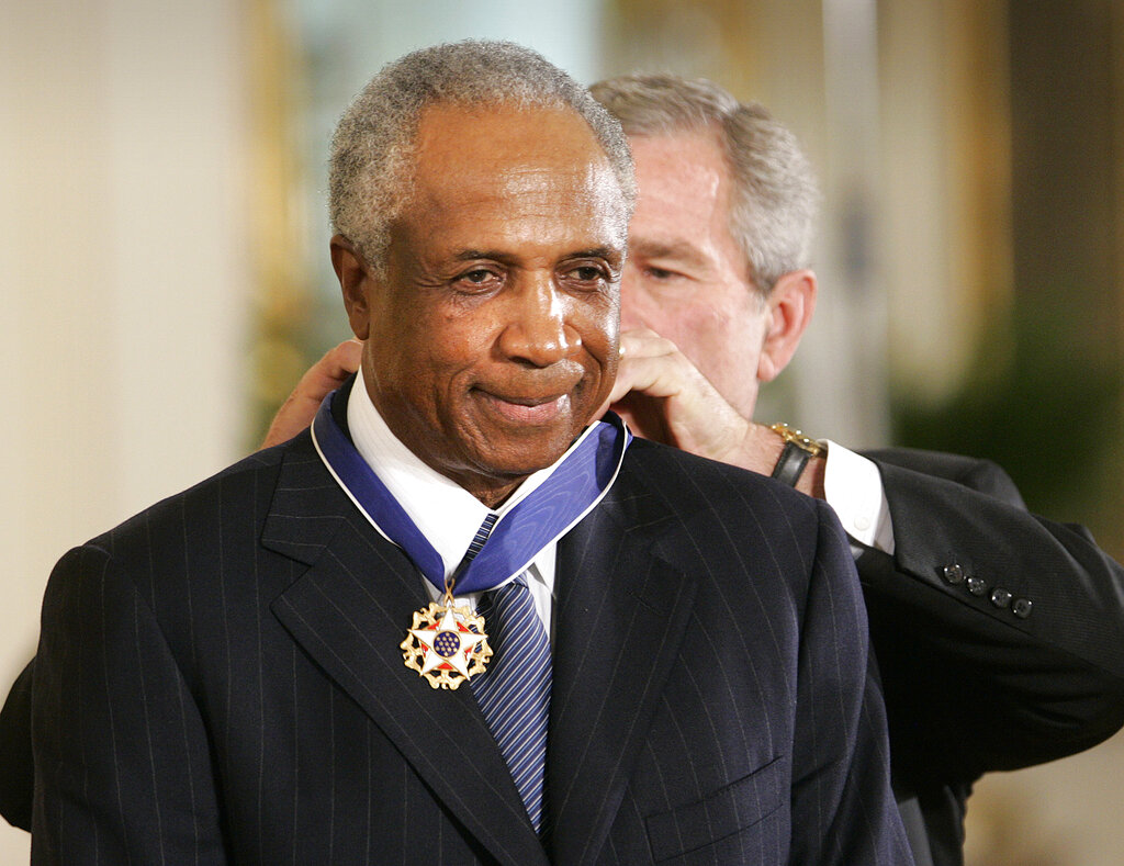 on sale 03437 7855d FILE - In this Nov. 9, 2005, file photo, President Bush awards baseball  legend Frank Robinson the Presidential Medal of Freedom Award in the East  Room of ...